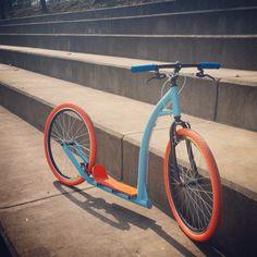 Mega hulajnoga Racer w wersji błękitnej