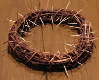 Make a Crown of Thorns for Lent. Everytime a child makes a sacrifice they remove a thorn. On Easter morning they are replaced with flowers. Catholic Crafts, Church Crafts, Lent Decorations For Church, Catholic Traditions, Catholic Kids, Sunday School Lessons, Sunday School Crafts, Make A Crown, Crown Kids