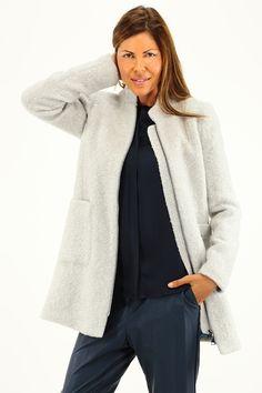 Cappotto in lana e viscosa con collo alla coreana, zip di chiusura a doppio cursore e tasche laterali. COLORE: GREY REPARTO: Abbigliamento STILISTA: LIU.JO