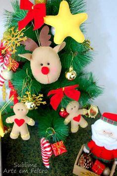 Enfeites em feltro para pendurar na árvore de natal