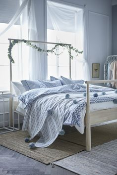 Whether your style is simple and neutral, bright and colorful or a little bit of both, find the IKEA bedding, pillows, blankets, rugs and curtains to create a bedroom that fits your personality.