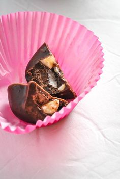 Chocolate Fat Bomb with Macadamia & Sea Salt [Recipe] | KETOGASM.com. Don't like stevia- need to figure out how much sugar this would need.