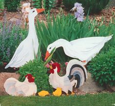 Geese, Hens, Chicks & Rooster Patterns Anyone of these animals would be a nice accent in a yard or flowerbed. #diy #woodcraftpatterns