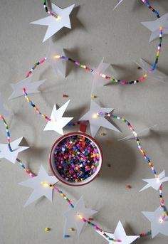 Spread Holiday cheer with your loved ones with this DIY: Glowing Star Garland with LED Lights. Crafts To Make, Kids Crafts, Craft Projects, July Crafts, Christmas Crafts For Kids, Christmas Holidays, Star Garland, Led Garland, Light Garland