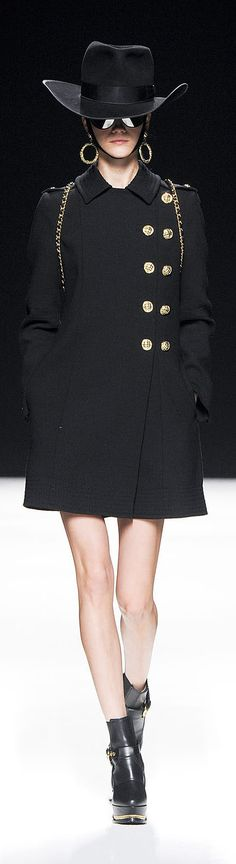 ✜ Moschino RTW Fall 2012 ✜ http://en.flip-zone.com/fashion/ready-to-wear/fashion-houses-42/moschino