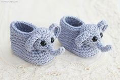 Crochet Baby Booties Patterns: 16 Adorable Free Crochet Patterns These crochet baby booties patterns are just soooo cute! Check out these 16 FREE CROCHET PATTERNS for baby booties and shoes. Crochet Booties Pattern, Baby Booties Free Pattern, Crochet Baby Booties, Crochet Patterns, Crochet Socks, Knitting Patterns, Crochet Gifts, Cute Crochet, Crochet For Kids