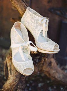 Los botines son siempre una gran elección para las novias que quieran vestir sus pies con elegancia