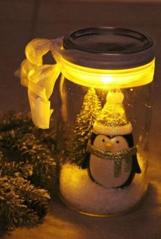 illuminated Snow scene in a jar christmas christmas crafts christmas ideas christmas decor ideas christmas diy crafts christmas projects christmas mason jar ideas christmas decoration crafts christmas mason jar crafts Mason Jar Christmas Crafts, Noel Christmas, Mason Jar Crafts, Holiday Crafts, Christmas Decorations, Country Christmas, Christmas Lights, Magical Christmas, Holiday Decorating