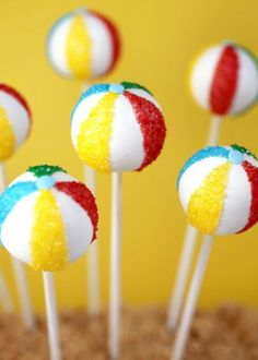 These colorful cakes, which are perfect for a pool party, are sure to make a splash! Click through for this and more cake pop recipes and ideas for ev. - CAKE POPS AND CUPCAKES - Kuchen Beach Ball Cake, Beach Cake Pops, Luau Cake Pops, Beach Ball Cupcakes, Birthday Cake Pops, Ball Birthday, Sons Birthday, Birthday Ideas, Summer Cakes