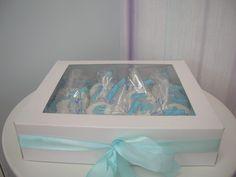 Nuestras galletas decoradas de #fondant para un bautizo muy bonito con detalles de carritos de bebé y con dedicatoria incluida.