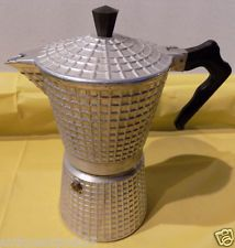 Coffee Pics, Coffee Pictures, I Drink Coffee, Coffee Set, Italian Espresso, Espresso Maker, Coffee Addiction, Moka, Vintage Coffee