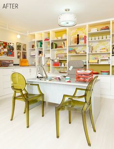 I absolutely LOVE the paint/wallpaper behind the shelves. Can't get enough of the lucite chairs too!