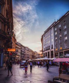 Vienna, Austria | Patrycja Kasprzycka |  Instagram: @p.kasprzycka | Website: kasprzycka.at | #vienna #austria #architecture Vienna, Austria, Street View, Photography, Website, Instagram, Photograph, Fotografie, Photoshoot
