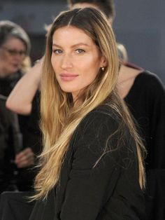 Step aside, Brad Pitt . Chanel has tapped Brazilian beauty Gisele Bündchen as the new face of Chanel Beauty (not to Cara Delevingne, Brazilian Supermodel, Chanel Beauty, Chanel 5, Fresh Hair, Celebrity Look, Mannequin, Straight Hairstyles, Hair Inspiration