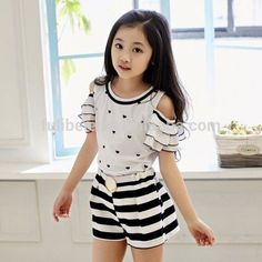 Cute Flounced Sleeve Heart Print Blouse Striped Shorts Twinset For Girls Girls Dresses Sewing, Frocks For Girls, Kids Outfits Girls, Little Girl Outfits, Cute Little Girls, Little Girl Dresses, Kids Dress Wear, Baby Dress, Baby Girl Fashion