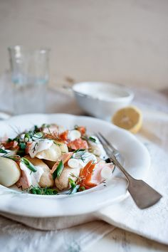 Smoked salmon and potato salad with dill  Serves 2    400g baby potatoes  125ml (1/2 cup) greek yogurt (soured cream)  1 small garlic clove, crushed  1tsp lemon juice  salt and freshly ground black pepper  1 handful fresh dill, chopped  1 spring onion, chopped  170g smoked salmon, torn into small pieces