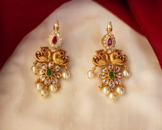 Jewelry OFF! Breathtaking Antique Jewellery Designs You Cant Miss! Gold Jhumka Earrings, Jewelry Design Earrings, Gold Earrings Designs, Gold Jewellery Design, Designer Earrings, Gold Jewelry, Fine Jewelry, Drop Earrings, Dainty Jewelry
