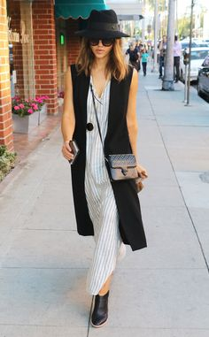 Jessica Alba from The Big Picture: Today's Hot Pics  Boho chic! The fashionista looks trendy whilemaking her way through Beverly Hills.