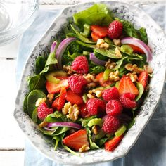 For snappy salad that draws a crowd, I do a wonderful combo of spinach, berries and oniony things. Raise your fork for this one. —Aysha Schurman, Ammon, Idaho Romaine Salad, Beet Salad, Arugula Salad, Spinach Salad, Low Sodium Recipes, Healthy Recipes, Keto Recipes, Salad Dressing Recipes, Salad Recipes