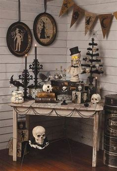 elegant halloween decor Check Out 20 Stylish Black Halloween Scary Party Ideas. Black is the symbol of Halloween as it symbolizes death, darkness and danger. Retro Halloween, Halloween Tags, Diy Halloween Home Decor, Vintage Halloween Decorations, Easy Halloween, Halloween Crafts, Halloween Pictures, Pumpkin Decorations, Halloween Stuff