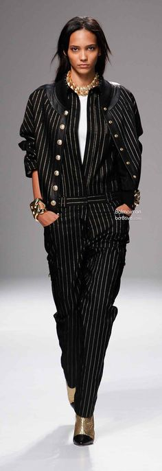 This is an incredibly creative collection from Balmain. It's young and fresh and incorporates superior tailoring crafts with every day styles. Couture Fashion, Paris Fashion, Runway Fashion, High Fashion, Fashion Show, Fashion Looks, Fashion 2015, Pierre Balmain, Christophe Decarnin