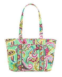 Mandy | Vera Bradley. This style of bag is extremely popular in Boston, it brings back fond memories. I love Boston style...slightly preppy but always chic!
