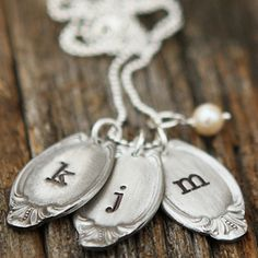 Vintage Jewelry Crafts Classic Oval Spoon Necklace- Handcast in fine pewter and handstamped with any initial in your choice of an uppercase or a lowercase letter- can ship in time for Fork Jewelry, Metal Jewelry, Charm Jewelry, Jewelry Crafts, Jewelry Art, Jewelry Design, Jewelry Ideas, Gothic Jewelry, Diamond Jewelry