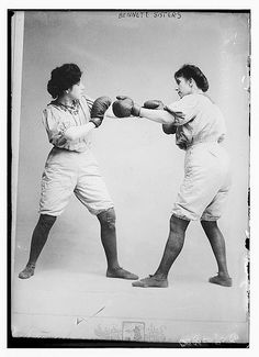 The Bennett Sisters –  This picture was taken between 1910 and 1915 and the sisters were not professional boxers but a Vaudeville Act.