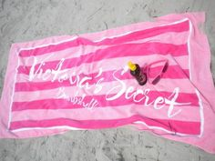 This summer I'll get this towel (actually I have a towel that looks just like it, except it doesn't have Victoria Secret on it and it doesn't have the outer trims) ♥