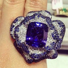 I'm obsessed with all @qiuqiu_he rings! Design of the day! Tanzanite double flower petals cocktail ring by Qiu Fine Jewelry  #colorstone#finejewelry#jewelrydesign#diamond#sapphire#qiufinejewelry#luxury#fashion#cocktailring #instarepost20