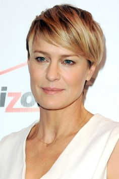 The Top Pixie Haircuts of All Time Robin Wright - crazy to think that she was the princess bride wit Long Pixie Hairstyles, Short Pixie Haircuts, Short Hair Cuts, Straight Hairstyles, Short Hair Styles, Men Hairstyles, Robin Wright Haircut, Pixie Cut Blond, Pixie Cuts
