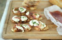 prosciutto and mozzarella on garlic toast
