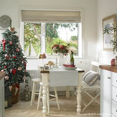 How I decorated our previous homes for Christmas - Day 2 Indoor Christmas Decorations, Table Decorations, Christmas Home, Christmas Ideas, White Christmas, Interior Photography, Cool Kitchens, Dining Table, Dining Rooms