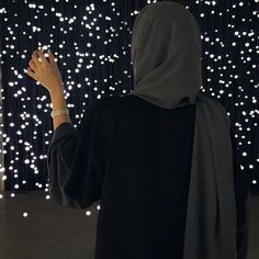 Pinterest: @eighthhorcruxx. Black abaya with green hijab. Solace