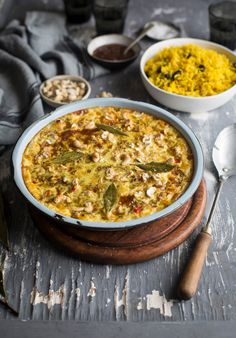traditional south african bobotie with fragrant yellow rice - H. Coetzee - traditional south african bobotie with fragrant yellow rice Traditional South African bobotie recipe with fragrant yellow rice South African Dishes, South African Recipes, Ethnic Recipes, Africa Recipes, Beef Recipes, Cooking Recipes, Healthy Recipes, South African Bobotie Recipe, Beste Brownies