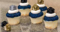 Check out these amazing Star Wars Cupcakes, with a recipe from cakes.com!