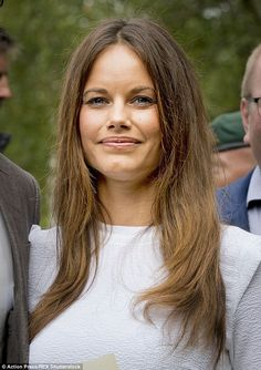 Pretty Princess Sofia kept her make-up natural save for a slick of nude lipstick and spot of blusher