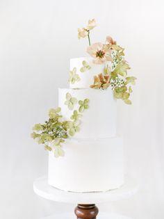 Sophisticated Wedding, Elegant Wedding Cakes, Beautiful Wedding Cakes, Wedding Cake Designs, Beautiful Cakes, Floral Wedding, Wedding Dress, White Cakes, Modern Wedding Inspiration