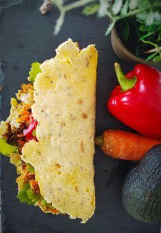 Tortilla de maïs rapide, sans gluten & pauvre en FODMAPs. A servir avec du chili sin carne, ou comme sur la photo, façon quesadillas au tempeh Falafels, Tortillas Sans Gluten, Guacamole, Tempeh, Quesadillas, Fodmap, Quinoa, Nutrition, Comme