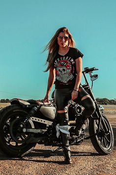 Excellent Harley davidson motorcycles photos are available on our site. Harley Davidson, Lady Biker, Biker Girl, Biker Chick Outfit, Biker Photoshoot, Motos Harley, Chicks On Bikes, Motorcycle Photography, Motorcycle Style