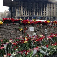 A wall of flowers for the Heavenly Hundred who died in the Maidan - #Ukraine #maidan