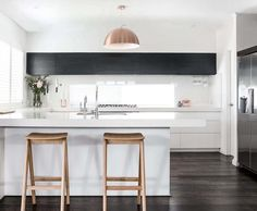24 Stylish Black and White U-Shaped Kitchen