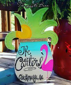 Handpainted Pineapple. Beach theme. Flamingo. Painted Doors, Wood Doors, Wooden Decor, Wooden Signs, Front Porch Garden, Pineapple Painting, Homemade Art, Wooden Door Hangers, Adult Crafts