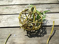 Willow Balls are really simple to make, and are a lovely rustic ornament that can be used in a number of ways.