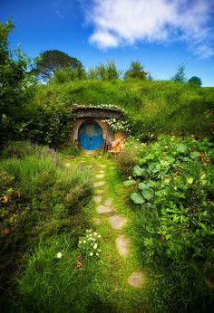 Hobbit House, New Zealand The door knob is in the middle of the door. I wonder what it looks like inside?
