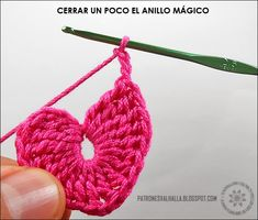Corazones a Crochet (foto-tutorial) | PATRONES VALHALLA // Patrones gratis de ganchillo Granny Square Crochet Pattern, Crochet Motif, Crochet Doilies, Crochet Flowers, Crochet Stitches, Beginner Knitting Patterns, Easy Crochet Patterns, Crochet Designs, Crochet Earrings Pattern