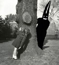 I would totally shit myself if that came around a tree. Aaron B. Heimlich From the Shedim (Benevolent Demon) series Vintage Bizarre, Creepy Vintage, Vintage Halloween, Scary Halloween, Arte Horror, Horror Art, Art Sinistre, Creepy Photos, Arte Obscura