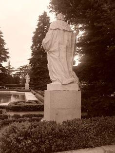 En los Jardines de Sabatini hay ocho estatuas de reyes de España