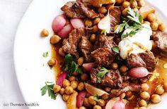 Geschnetzelte Hüfelsteaks mit Radieschen, Kichererbsen und Joghurt Steaks, Chana Masala, Beef, Ethnic Recipes, Food, Meat, Chic Peas, Yogurt, Schnitzel Recipes