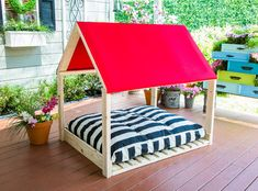 Cozy and comfy DIY Outdoor Dog Bed by Paige Hemmis! For more DIYs for your forever friends don't miss Home & Family weekdays at on Hallmark Channel! outdoor dog How To - DIY Outdoor Dog Bed Diy Dog Bed, Diy Bed, Outside Dog Bed, Outdoor Dog Toys, Dog House Bed, Large Dog House, Pallet Dog Beds, Dog Furniture, Luxury Furniture